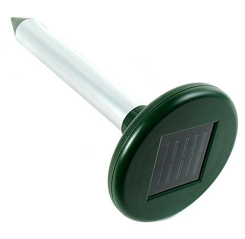 Och den här enheten drivs av ett solbatteri som laddar det inbyggda batteriet under dagen.