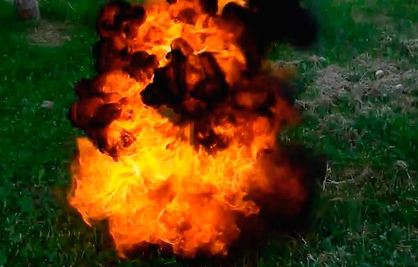 Att bränna blandningen av acetylen-luft som fyller djurens underjordiska passager är långt ifrån det bästa alternativet för att slåss mot mol.