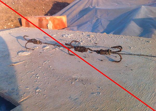 Az ilyen horgászhorgokból származó csapdákat néha megpróbálják felhasználni a vakondok elfogására a környéken ...