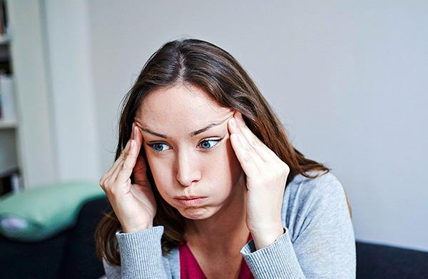Rester dans la zone d'opération pour certaines personnes pendant une longue période peut causer des maux de tête et des acouphènes.