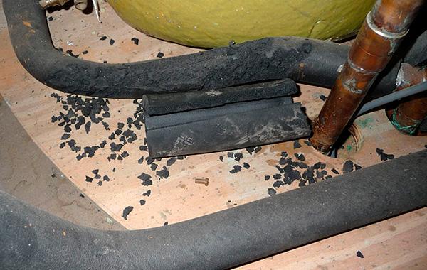 A házban található összes patkány és egér gyors megmérgezéséhez először el kell helyezni a méreget, ahol a rágcsálók gyorsan észlelhetik azt.